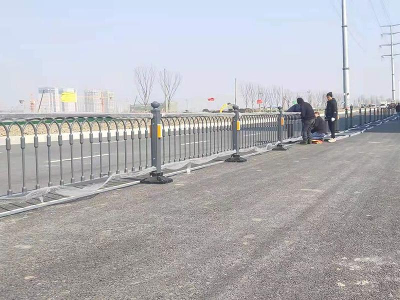 江蘇交通護欄安裝完工